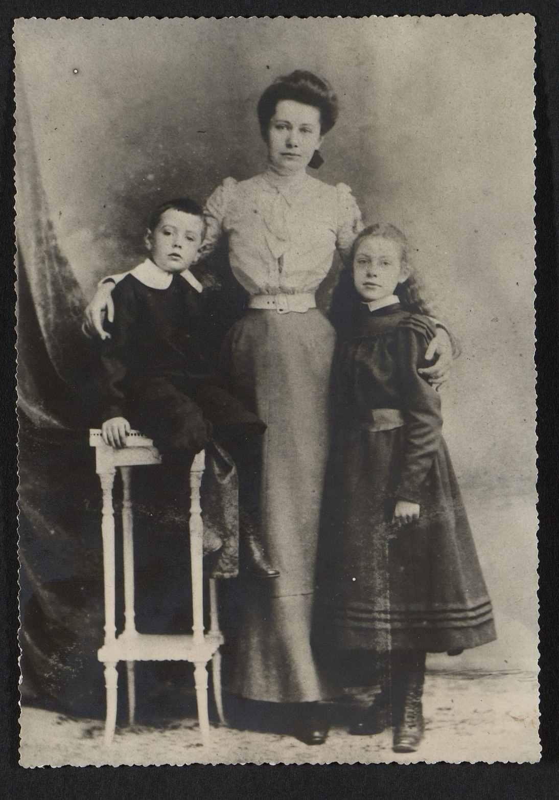 yvonne de qui u00e9vrecourt  4 portraits de 1905  u00e0 1964